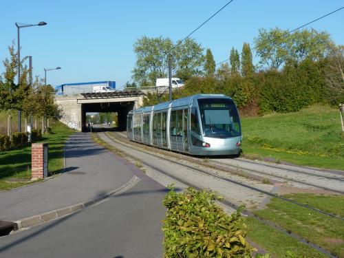 29/09/2011 - foto tram Alstom Citadis Transvilles op lijn A in Valenciennes - Frankrijk