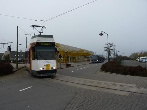 11/11/2011 - foto bus tram De Lijn, DK'Bus Marine in De Panne - Belgïe