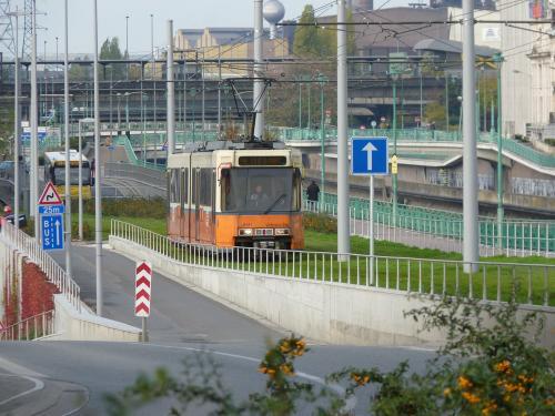 Motrice BN 6141 en livré crème de la SNCV sur la ligne M4 en direction de Soleilmont