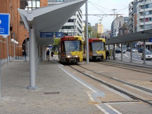 Motrices BN 7422 et 7433 à l'arrêt Tirou