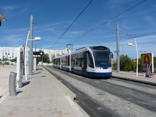 Ligne 1 : la motrice C001 au terminus des lignes 1 et 2 Corroios.