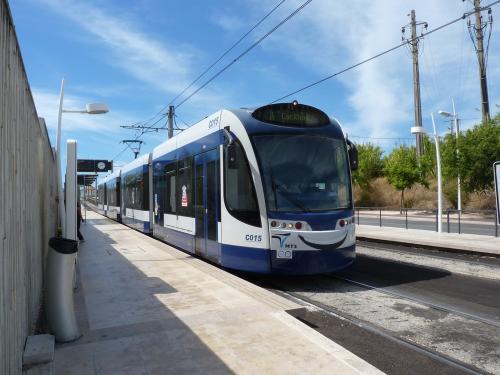 La motrice C015 au terminus Universidade de la ligne 3.