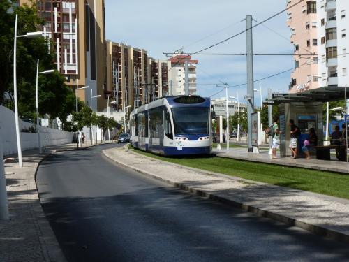 La motrice C007 sur la ligne 3 à l'arrêt Bento Gonçalves.