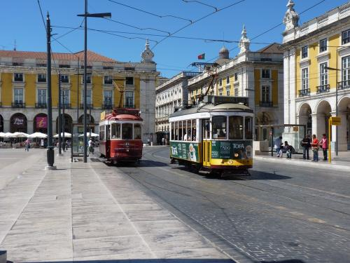30/08/2012 - photo tram 579 Carris on route 25 in Lisbon - Portugal