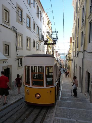 30/08/2012 - photo funiculaire Carris à Lisbonne - Portugal