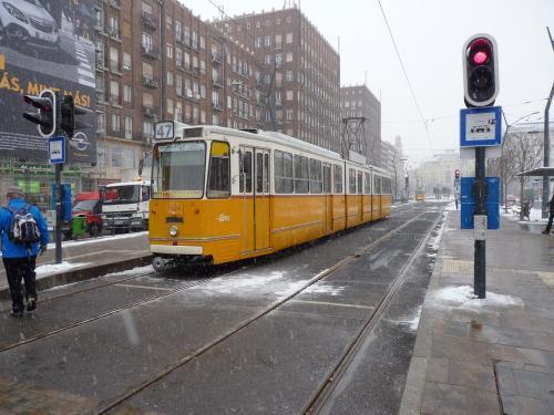12/02/2013 - photo tram Ganz csuklós villamos 1434 BKV - Budapesti Közlekedési Zártkörűen Működő Részvénytársaság sur la ligne 47 à Budapest - Hongrie