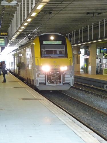 10/05/2013 - photo train Siemens Desiro 08510 SNCB-NMBS à Namur - Belgique