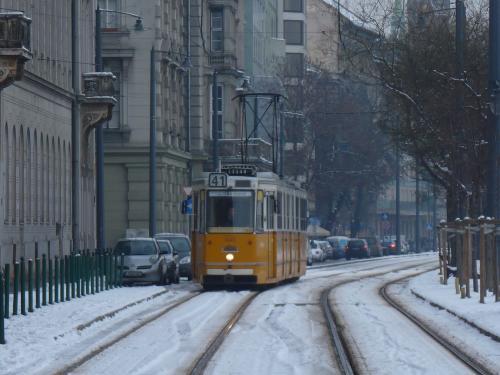 11/02/2013 - photo tram Ganz csuklós villamos 1445 BKV - Budapesti Közlekedési Zártkörűen Működő Részvénytársaság sur la ligne 41 à Budapest - Hongrie