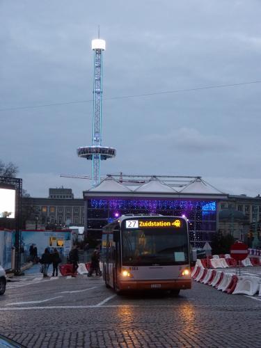 04/01/2014 - foto bus Van Hool NewA330 8183 STIB-MIVB op lijn 27 in Brussel - Belgïe