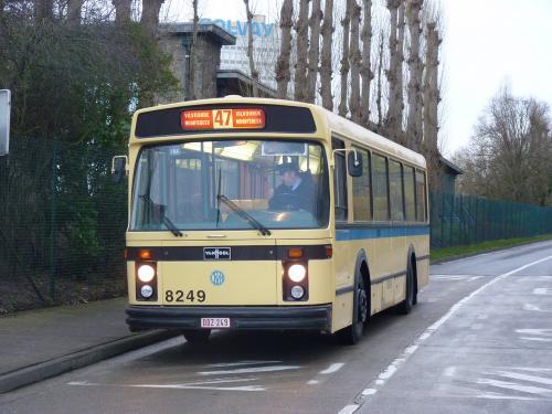 Evocation de la ligne de bus 47 à l'arrêt Antoon Van Oss