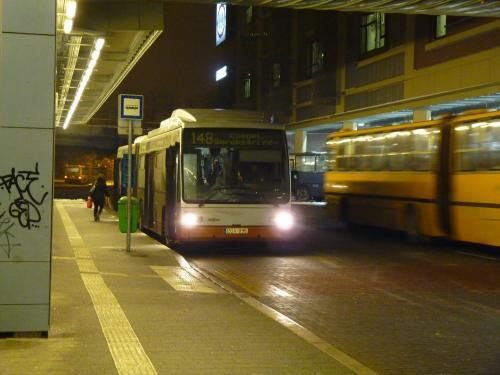 11/02/2013 - photo bus Van Hool AG300 LOV-855 BKK - Budapesti Közlekedési Központ sur la ligne 148 à Budapest - Hongrie