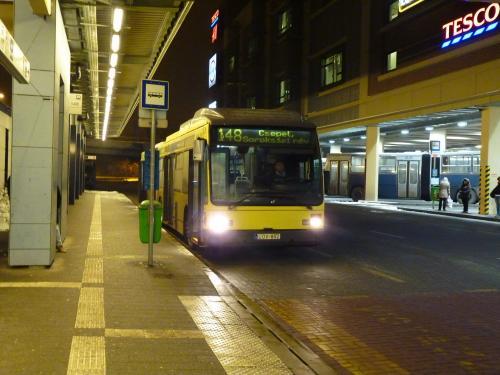 11/02/2013 - photo bus Van Hool AG300 LOV-852 BKK - Budapesti Közlekedési Központ sur la ligne 148 à Budapest - Hongrie