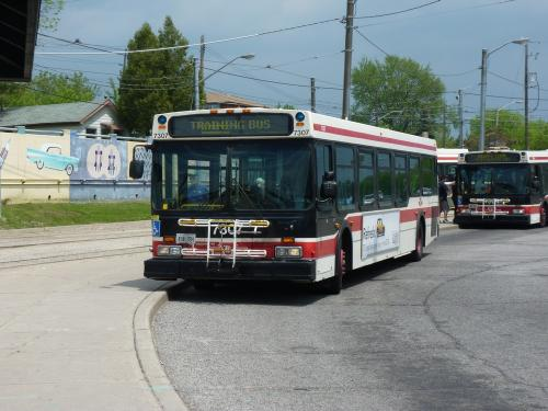 27/05/2014 - photo bus New Flyer Industries D40 TTC on route 110A in Toronto - Canada