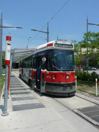 12/06/2014 - photo tram Canadian Light Rail Vehicle 4123 TTC on route 512 in Toronto - Canada
