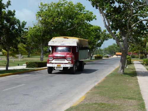 22/06/2013 - foto vrachtwagen in Guardalavaca - Cuba