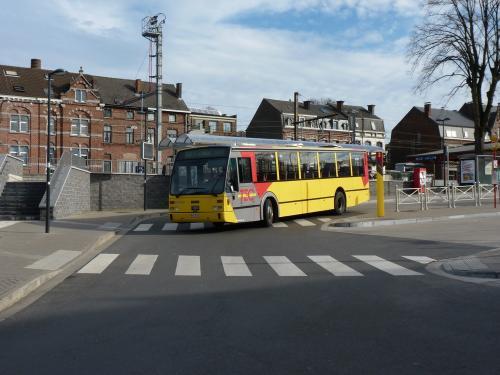 07/03/2015 - foto bus Van Hool Linea 905380 TEC op lijn 568 in Nijvel - Belgïe
