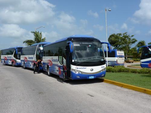 22/06/2013 - foto touringcar Yutong ZK6809HA Transtur in Guardalavaca - Cuba
