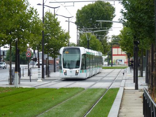 23/08/2015 - photo tram Alstom Citadis 325 RATP sur la ligne T3b à Paris - France