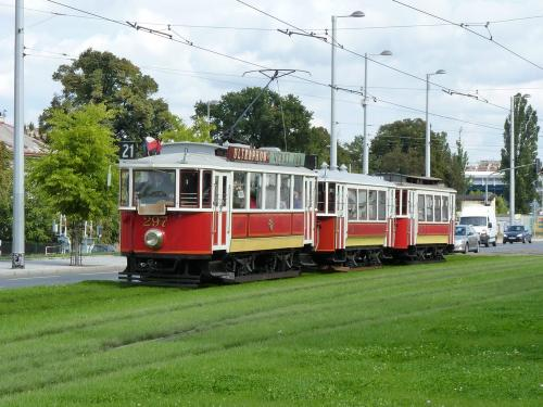 20/09/2015 - photo tram DPP - Dopravní podnik hlavního města Prahy à Prague - République Tchèque