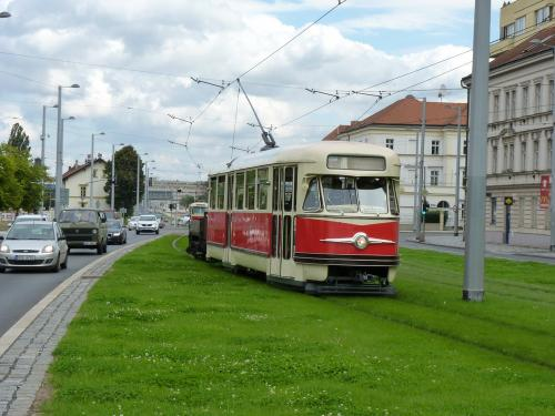 20/09/2015 - photo train Tatra T2 6002 DPP - Dopravní podnik hlavního města Prahy à Prague - République Tchèque