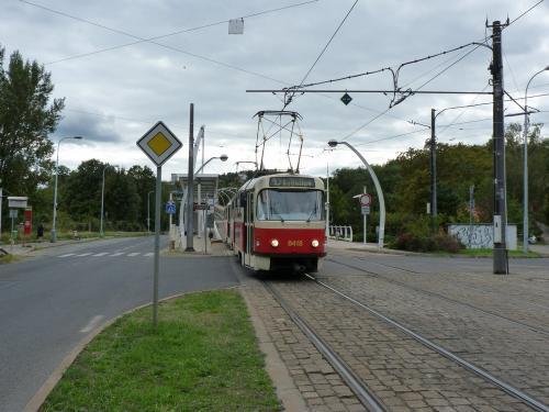 20/09/2015 - photo tram Tatra T3 8418 DPP - Dopravní podnik hlavního města Prahy sur la ligne 10 à Prague - République Tchèque