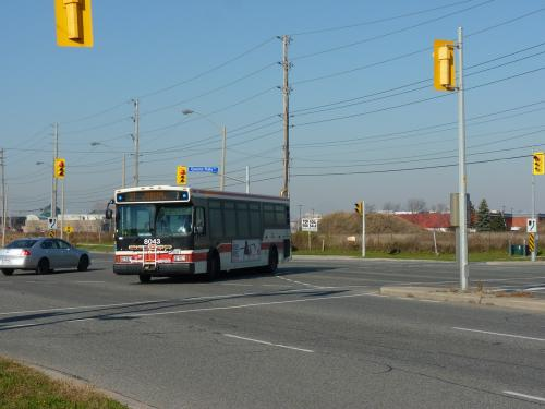 16/11/2015 - photo bus Orion VII 8043 TTC on route 37 in Toronto - Canada
