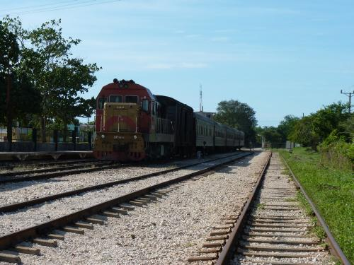 20/11/2015 - foto trein DF7K-C 51414 Ferrocarriles de Cuba in Manzanillo - Cuba