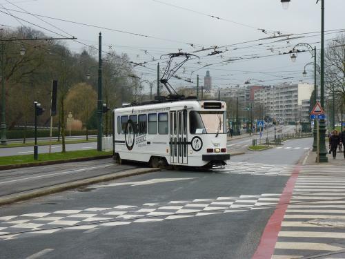 14/02/2016 - photo tram BN PCC7600 7601 STIB-MIVB à Bruxelles - Belgique
