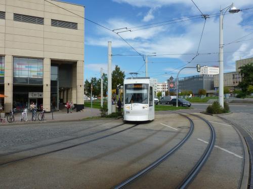 18/09/2015 - photo tram 209 GVB - Geraer Verkehrsbetrieb GmbH sur la ligne 1 à Gera - Allemagne