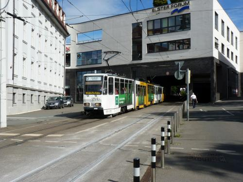 18/09/2015 - photo tram Tatra KT4 351 GVB - Geraer Verkehrsbetrieb GmbH sur la ligne 3 à Gera - Allemagne