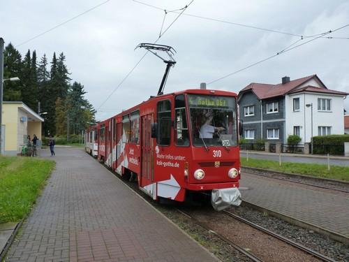 17/09/2015 - photo tram Tatra KT4 310 TWSB - Thüringerwaldbahn und Straßenbahn Gotha GmbH  sur la ligne 4 à Gotha - Allemagne