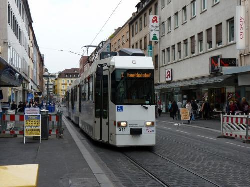 22/09/2015 - foto tram 211 WSB - Würzburger Straßenbahn op lijn 1 in Würzburg - Duitsland