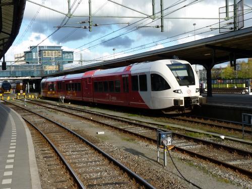 23/04/2016 - photo train Stadler GTW Arriva à Groningue - Pays-Bas