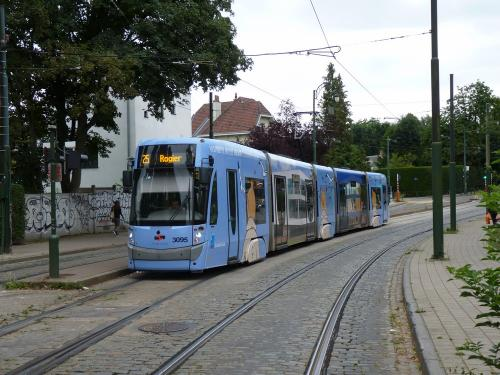 27/07/2016 - photo tram Bombardier Flexity Outlook 3095 STIB-MIVB on route 25 in Brussels - Belgium