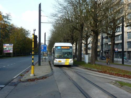 11/11/2016 - photo bus Van Hool NewAG300 5228 De Lijn sur la ligne 71 à Gand - Belgique
