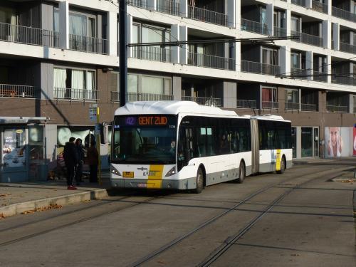 11/11/2016 - photo bus Van Hool NewAG300 5236 De Lijn sur la ligne 42 à Gand - Belgique
