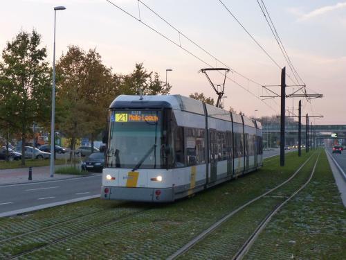 11/11/2016 - photo tram HermeLijn 6328 De Lijn sur la ligne 21 à Gand - Belgique