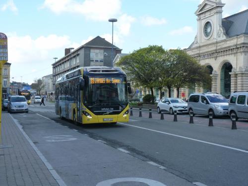 02/04/2017 - photo bus Volvo 7900 Hybrid 4962 TEC sur la ligne 8 à Namur - Belgique