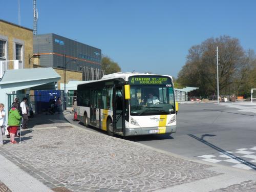 09/04/2017 - photo bus Van Hool NewA309 4700 De Lijn sur la ligne 4 à Bruges - Belgique