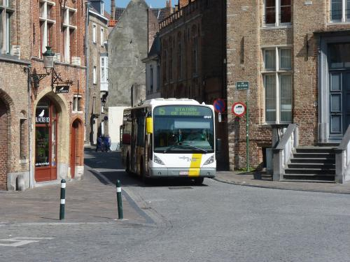 09/04/2017 - photo bus Van Hool NewA309 4969 De Lijn on route 15 in Bruges - Belgium
