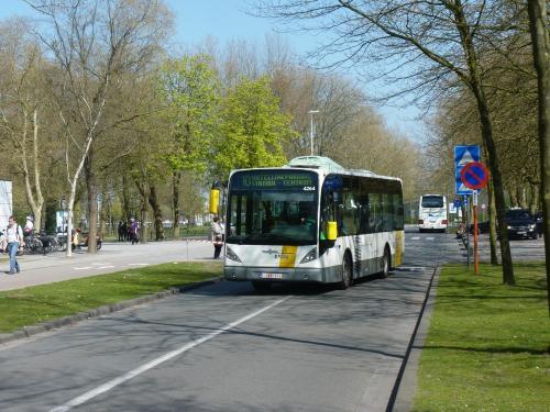 09/04/2017 - photo bus Van Hool NewA308 4264 De Lijn sur la ligne 10 à Bruges - Belgique