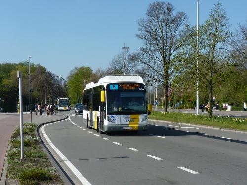 09/04/2017 - photo bus Van Hool NewA309Hyb 5870 De Lijn sur la ligne 6 à Bruges - Belgique