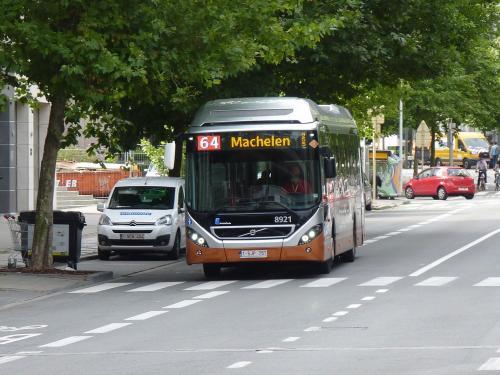 Le 8921, en direction de Machelen, Chaussée d'Etterbeek, à proximité de la station Maelbeek