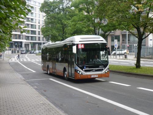 Cette fois, nous le voyons en direction de la Porte de Namur, sur la Chaussée d'Etterbeek, près de la station de métro Maelbeek