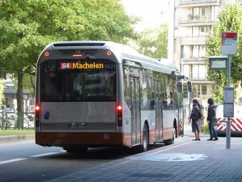 Nous retrouvons cette fois le Volvo 7900 hybride à la station de métro Maelbeek, avec une vue arrière