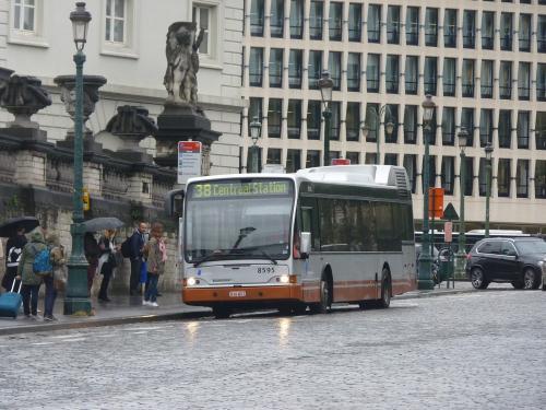 08/09/2017 - photo bus Jonckheere SB250 8595 STIB-MIVB sur la ligne 95 à Bruxelles - Belgique