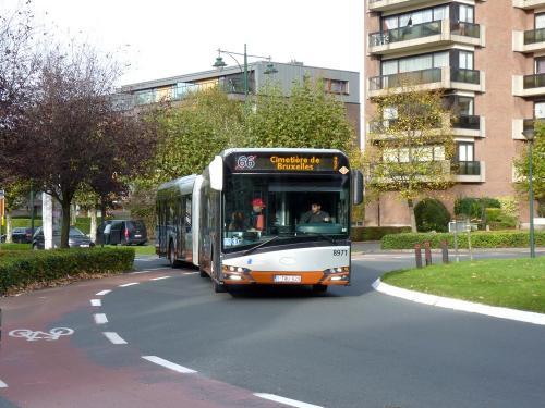 01/11/2017 - photo bus Solaris Urbino 8971 STIB-MIVB sur la ligne 66 à Bruxelles - Belgique
