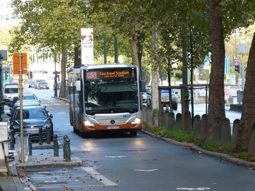 12/11/2017 - photo bus Mercedes-Benz Citaro 9833 STIB-MIVB sur la ligne 65 à Bruxelles - Belgique