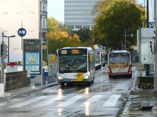 12/11/2017 - photo bus Mercedes-Benz Citaro 301856 De Lijn sur la ligne 351 à Bruxelles - Belgique
