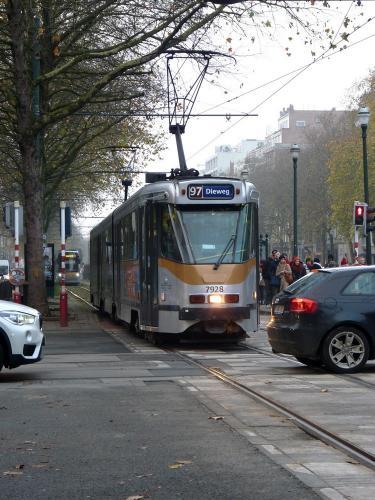 02/12/2017 - photo tram BN PCC7900 7928 STIB-MIVB sur la ligne 97 à Bruxelles - Belgique